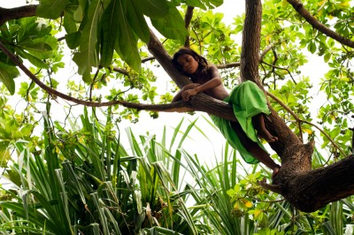 A little girl playing in a tree on the island of Tarawa. ©Malin Fezehai